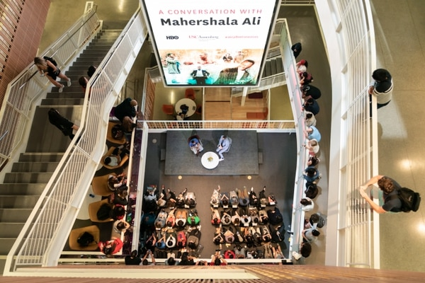 Onlookers from the second floor at Wallis Annenberg Hall look on as Mahershala Ali speaks. (Photo by Ling Luo)