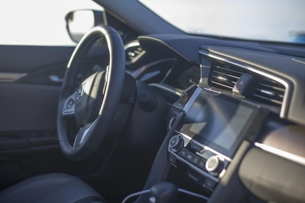 "Honda's return to conservative interior styling removes the incredibly distracting multi-dash layout of the previous generation (Amou ""Joe"" Seto/USC Annenberg Media)"