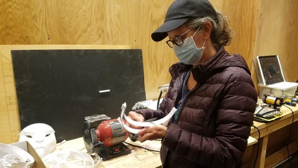 PVNet Volunteer deburring the 3D printed part of a face shield (Courtesy of PVNet)