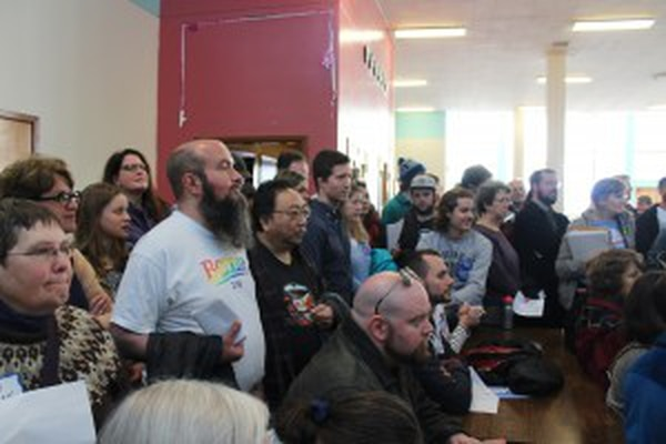Some of the people in a precinct in the Eckstein Middle School cafeteria. (Max Schwartz/USC Annenberg Media)