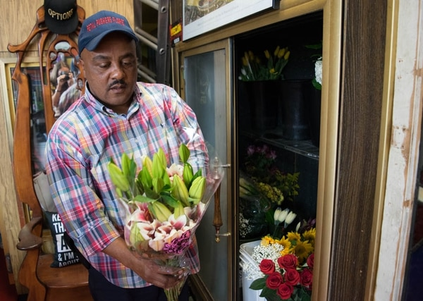 Owner of Petal Pushers Florist John Lindsay received small business development training from USC, who is now one of his main clients. (Annenberg  Media/Rachel Cohrs)