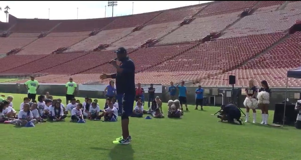 huge selection of 33e9f 80f73 The Los Angeles Rams Play 60 For The Kids