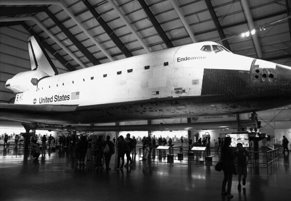 Onlookers take in the scale of space shuttle Endeavor. | Marisa Zocco