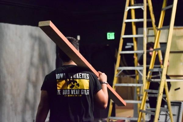 Technical director Enrique Garcia taking apart the set. (Photo by Steven Vargas)