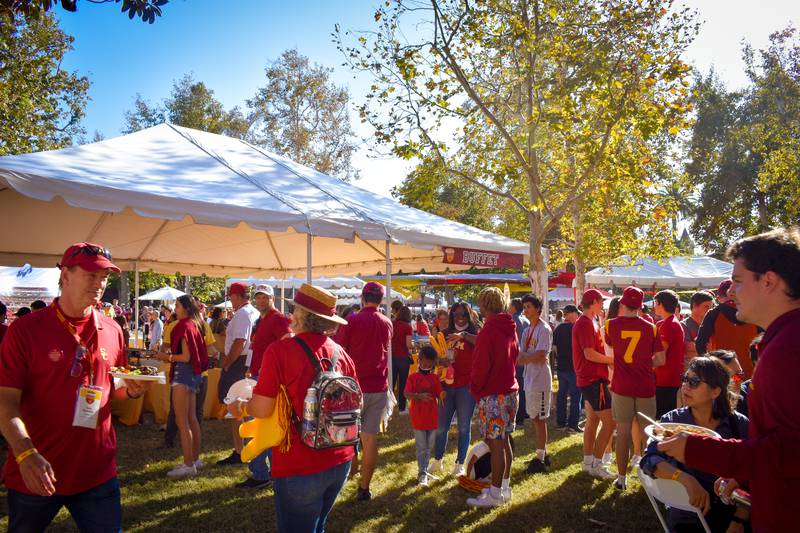 Students and parents enjoy the USC Family Tailgate in front of Doheny Memorial Library before the football game against the University of Utah. Parents and siblings of undergraduate and graduate students visit USC for the university's 2021 Parents' Weekend in Los Angeles, CA. (Julia Zara)