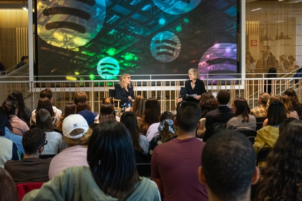 Willow Bay and Dawn Ostroff talk to Annenberg students during the
