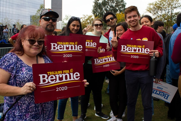 USC students attend the rally to support Bernie Sanders. (Annenberg Media / Morgan Stephens)