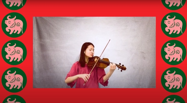 Elizabeth Wei performs 農耕歌, a Taiwanese folk song. (Photo courtesy of USC Pacific Asia Museum)