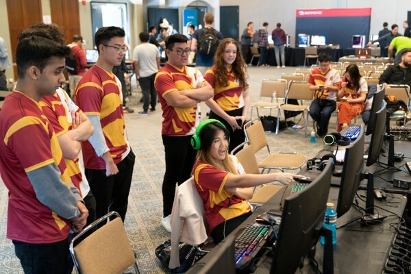 Varsity Overwatch reviews their match against UCLA (Photo by Ling Luo)