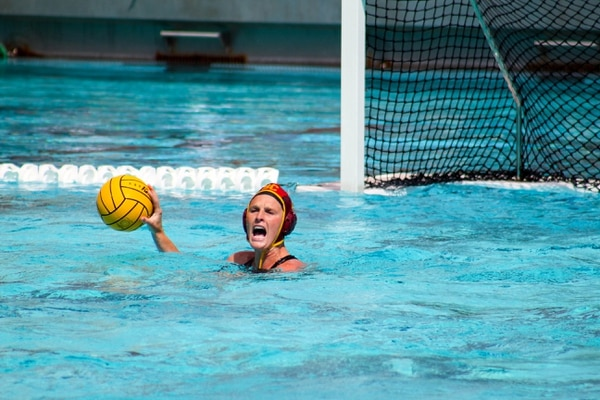 Amanda Longan calls out to her teammates before distributing the ball. (Jodee Storm Sullivan/Annenberg Media)