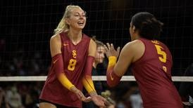 USC women's volleyball finishes one and one after this weekend